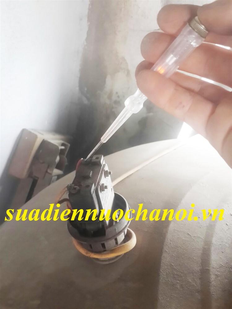 sửa máy bơm nước bằng bút điện tại nhà